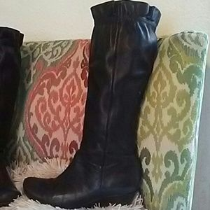 Kenneth Cole black ruffle boots size 7.5